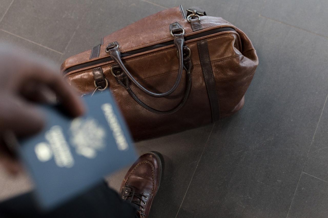 brown leather duffel bag 1058959 2